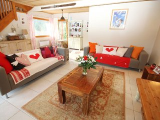 Spacious ski chalet near Morzine. Located 2 minutes from lifts. Great views.