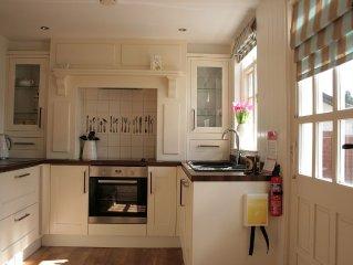 Chorister's Cottage, quiet location in Mevagissey, sleeps 6, garden & parking,