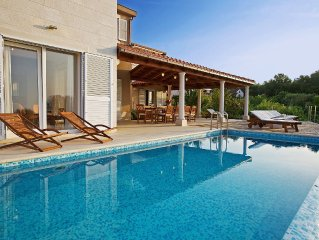 Exclusive seaside villa, heated infinity swimming pool, 250m2 of seaview terrace