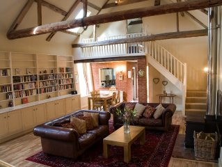 Beautiful brick & flint barn, Cley Next the Sea. Coastal. 3 nights min. Sleeps 7