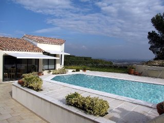 Contemporary Villa, Private Pool, Terraces, Breathtaking Views over Provence