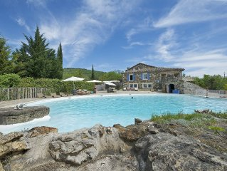 magnifique villa avec 8 chambres et piscine de 22m sur 18m