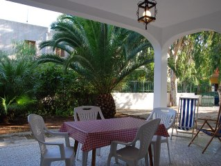 La Villa 'Azzurra' grande e spaziosa con la bella veranda ed il verde giardino