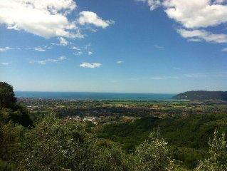 Liguria delizioso appartamento vista mare situato nel cuore del borgo.