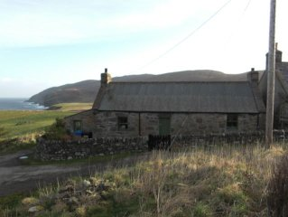 Unique cosy cottage, amazing views of wild places. Family and pet friendly