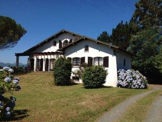 Jolie villa avec une splendide vue montagnes, piscine chauffée et pool house