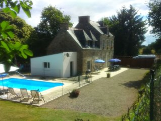 Traditional Maison de Maitre, sleeps 12 with secluded garden and heated pool