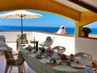 Castel Sardo, Lu Bagnu, sulla spiaggia, con piscina, 3 camere, 2 bagni, WiFi.