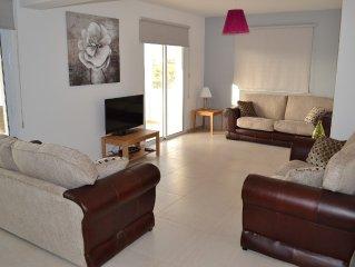 Beautiful Modern ,Apartment in Larnaca Area, Stunning terrace area & WIFI, Pools