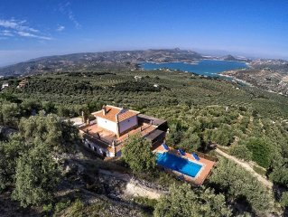 Beautiful Lake Views House with Lovely Paved Garden