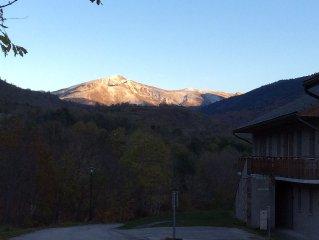 Proche Ax les Thermes a Ignaux : appartement 4 personnes sur plateau montagneux