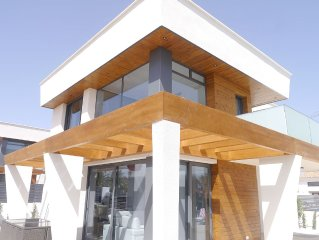 Modern Villa at beach, 10 persons, Love shower and private pool with spa
