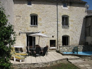 Richelieu. Spacious house in Place du Marche, 4 bedrooms and southfacing garden.