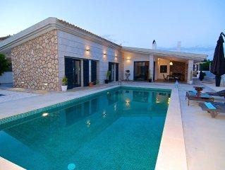 Elegant design Mediterranean villa overlooking the cliffs of Palma Bay