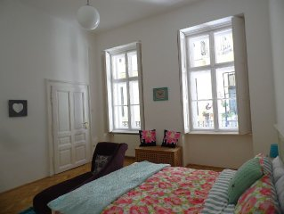 Luxury 2 Bed 2 Bath Apartment, Sleeps 6, Central Budapest, Andrassy, Opera