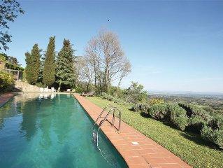 Casa con vista nel Chianti, immersa tra gli olivi, con splendida piscina
