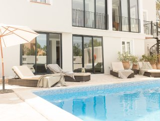 Luxury Villa With Private Heated Pool And Sea Views, 5 Minute Walk To The Beach