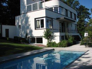 Riante  zeer luxe vakantie villa huren aan het grootste meer van europa