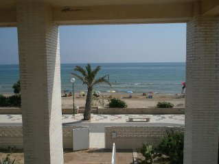 Sea Front Apartment at Oliva Beach. Free Wi-Fi In