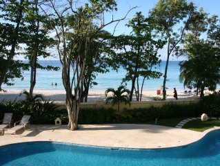 Sapphire Beach - Luxury beach side split level self catering apartment