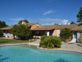 Villa provencale 4 chambres avec piscine chauffee