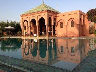Villa d'architecte avec piscine privee dans un oasis