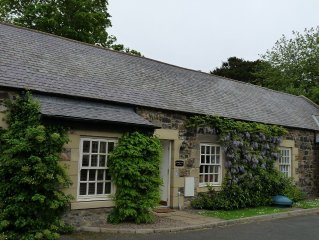 Coastal stone cottage close to Bamburgh and Budle Bay