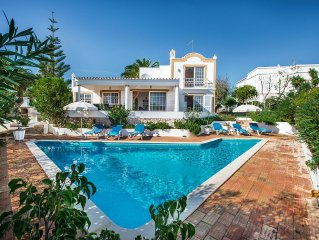 Charming family fully air-conditioned villa + HEATABLE pool & WiFi internet