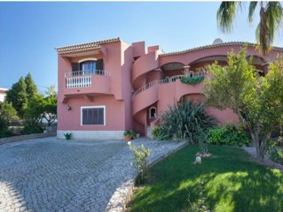 Family - Friendly and confortable villa-Feel at Home in Carvoeiro Village