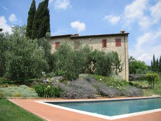 Private luxury villa for 1 or 2 couples in central Tuscany near vineyards