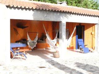 Casa rural, com piscina, proximo de diversas zonas balneares e vista de vulcao.