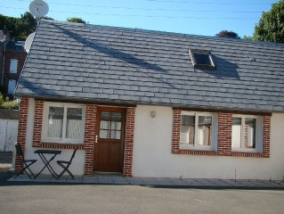 Etretat recent House near the center with parking 10 minutes from the beach on