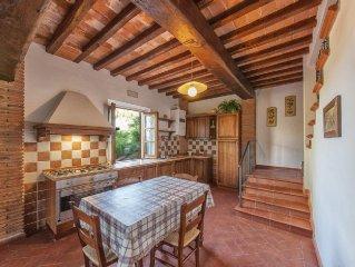 Villa con 6 appartamenti, Giardino Privato e Piscina, Chianti, Toscana, Firenze
