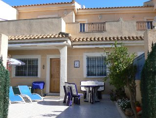 3 bed house with pretty garden 2 min walk to beach, Free WiFi, large shared pool