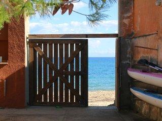 Charming villa on the sea