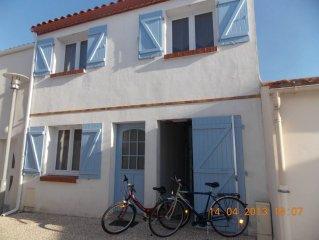 Maison au cœur de la ville, proche de la plage. Terrasse plein sud.