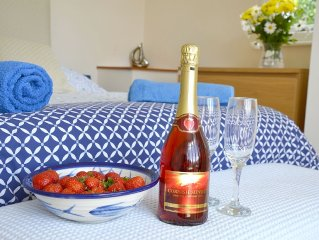Sleeps 12 fantastic views, great garden +near Eden Project and lots of beaches