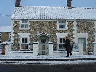 North Norfolk Cottage With Direct Access To Coast Near Burnham Market, Pubs, Bea