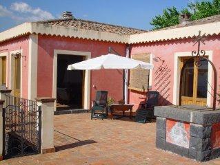 Villa in campagna, tipico rustico siciliano con uno splendido panorama