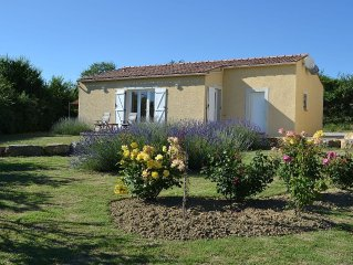 Detached villa with private garden, panoramic views of the Pyrenees