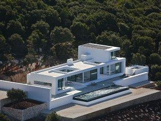 Spectacular, new, large modern house, sleeps 12, infinity pool, Zante