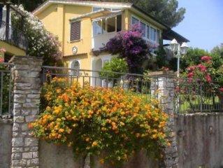 Casa con giardino con magnifica vista mare