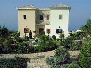 Villa Aphrodite Hills with Infinity Pool, Sea Vie