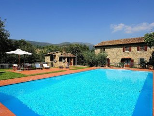 Beautiful stone farmhouse 800, apartment 7 places with pool and park