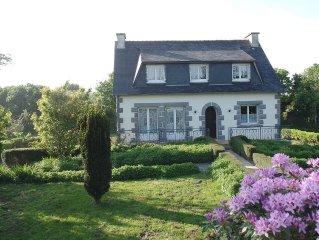 maison néo -bretonne et grand jardin