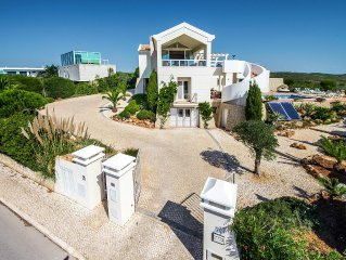 Villa With Private Pool And Spectacular Ocean And