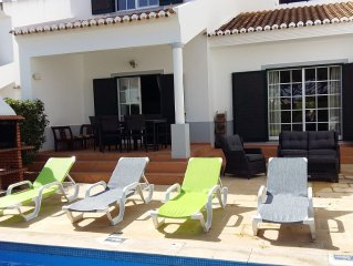 Family villa with private pool, terrace, sun and shade, WIFI. Close to the beach