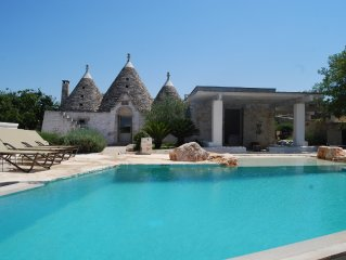 Beautiful Trullo, Outstanding Panoramic Views, Stunning Infinity Pool, WIFI