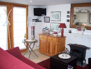 Cosy modern studio;superb lake and mountain view;100mtr ski lift;sleeps 2/3;WIFI