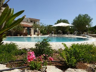 Charming Villa with Infinity-style pool and 3 trulli